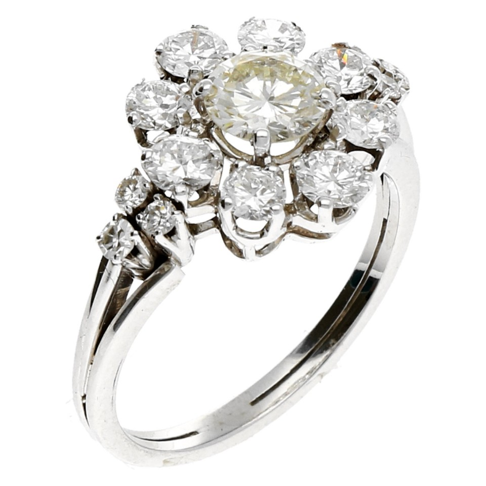 14 krt Witgouden entourage ring met briljant. 1.87 Ct