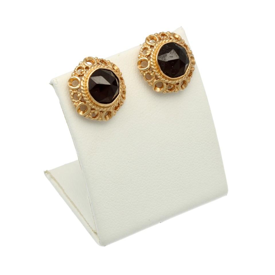 Gouden oorstekers met Granaat