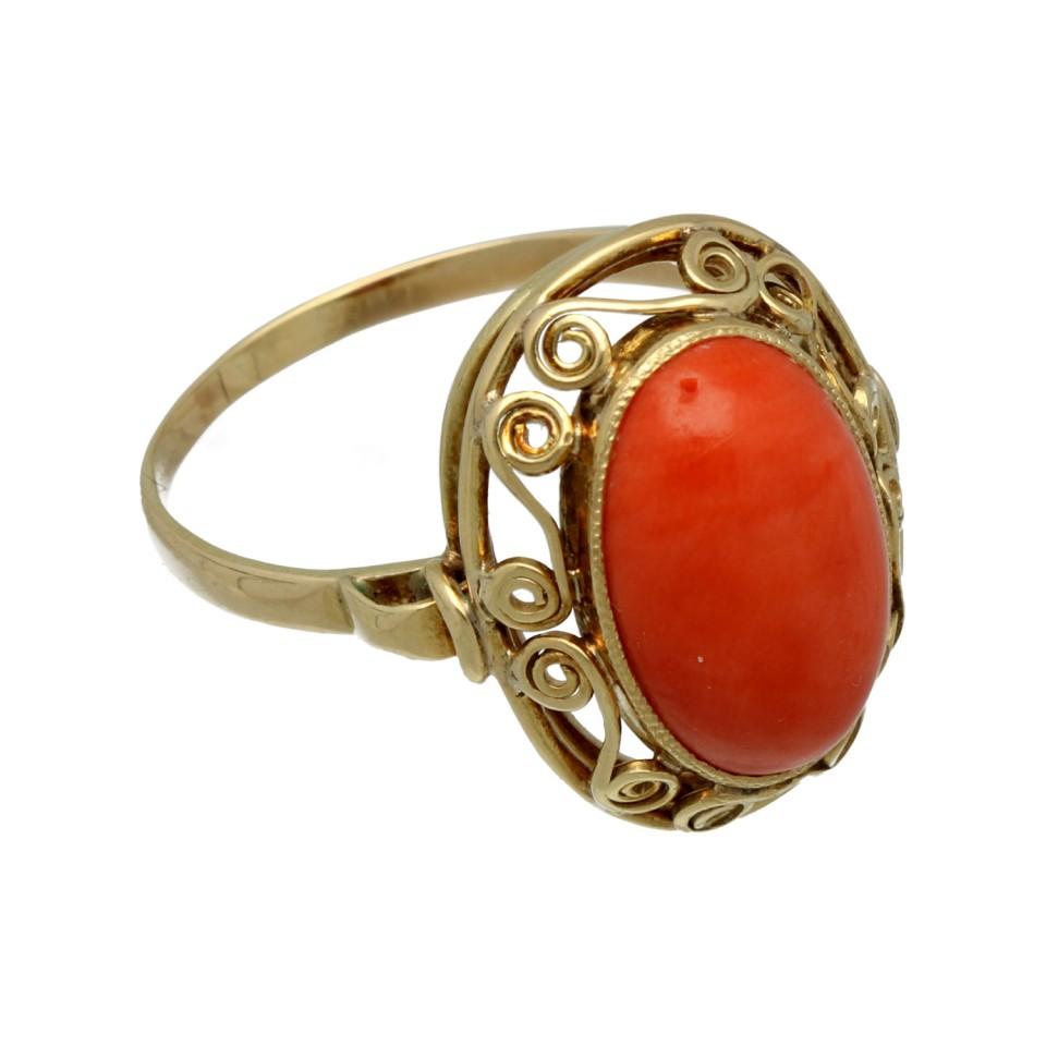 Vintage gouden ring met Bloedkoraal