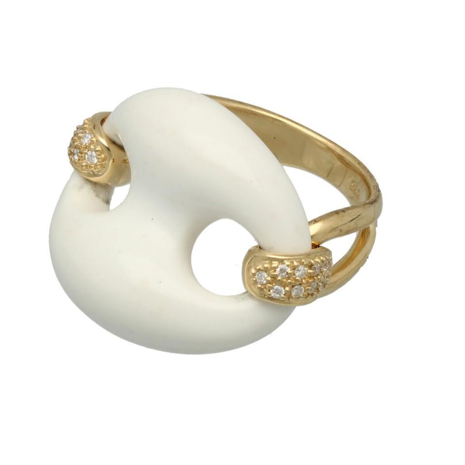 14Krt. gouden Fantasie ring met witte Agaat en Briljant 0.08Ct.