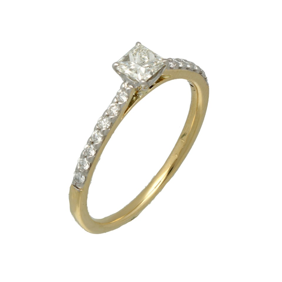14 krt gouden Solitairring met zij-diamanten 0.56 Ct