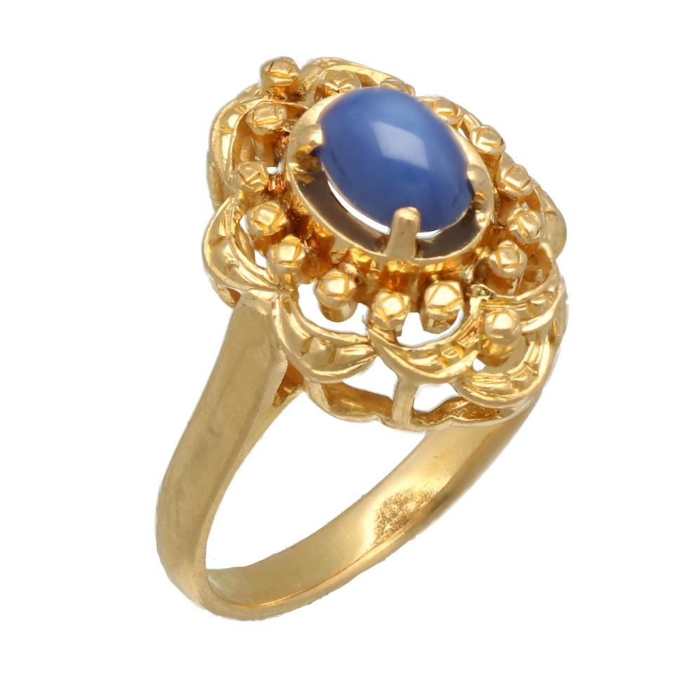 22 krt gouden ring bezet met een ovale Stersaffier.