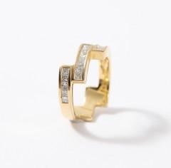 18 krt handgemaakte moderne ring met Diamanten, princes geslepen.