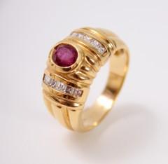 18 Krt. design ring met Robijn & Diamant