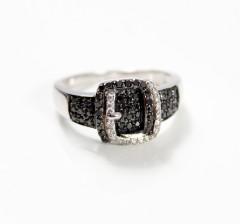 18 krt Witgouden ring. Black & White diamonds.