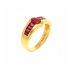 18 krt geelgouden ring met robijnen