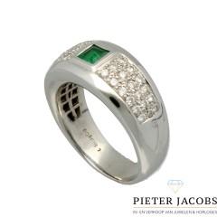 18 krt witgouden ring met briljanten en smaragd.