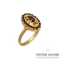 18 Krt Gouden Vintage ring bezet met Granaat