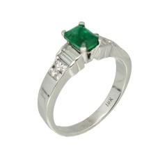 18 krt. witgouden ring smaragd-briljanten