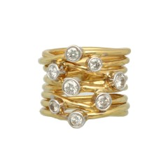 18 Krt handgemaakte ring met briljanten.