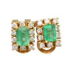 18 Krt. oorstekers briljanten en smaragd.