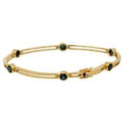 Geel gouden armband bezet met blauwe saffier, 14 krt goud.