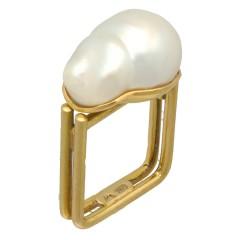 18 krt handgemaakte design ring met barok parel.