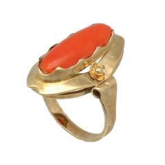 14 krt vintage ring bezet met ovale Bloedkoraal